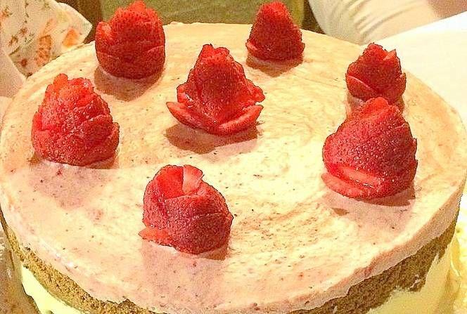 Semifreddo de frutillas a la crema (sintacc)