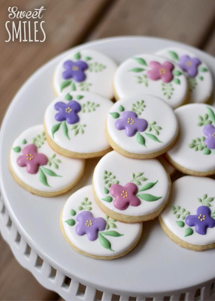 04/19/16 I chose these pretty flower cookies for you Alexandra. Isn't it great that all the sweets today are calorie free? ❤️ Marty