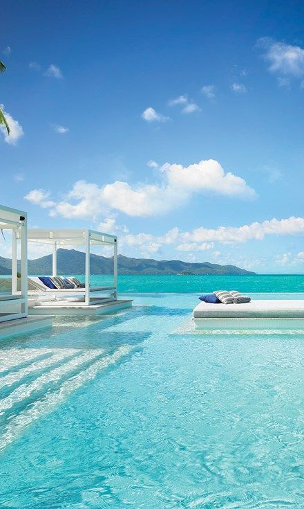 Looks like it's vacation time! Hayman Island is looking real good and really relaxing! We would love to be here right about now reading a book getting on sun tan on!