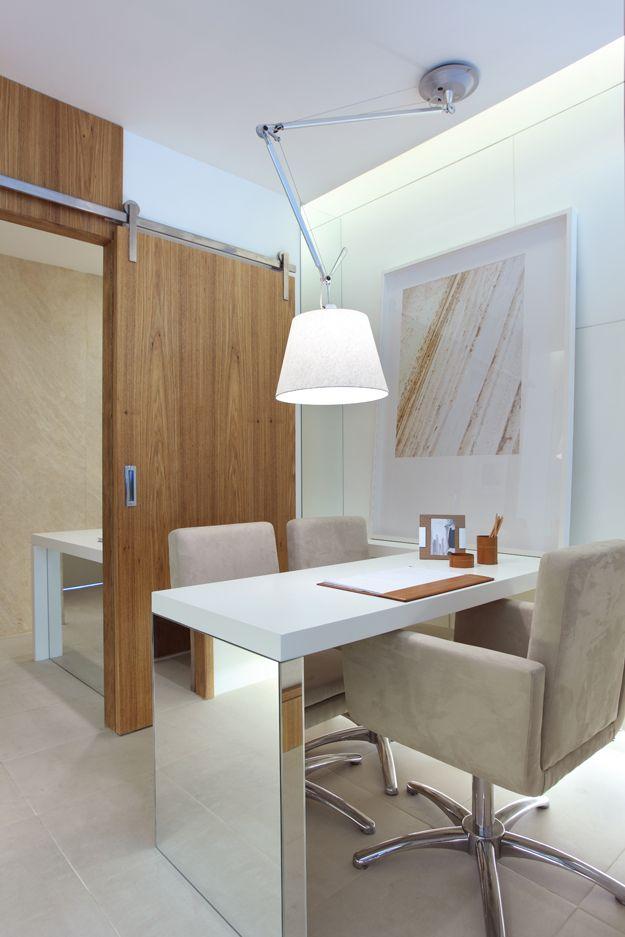 Paula Neder Escritório em casa. Ideia de marcenaria, decoração, design e organização de espaço de trabalho em casa. Home office.