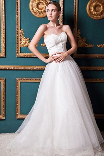 Classic Sweetheart Ball Gown Wedding Gown wr0245 - http://www.weddingrobe.co.uk/classic-sweetheart-ball-gown-wedding-gown-wr0245.html - NECKLINE: Sweetheart. FABRIC: Organza. SLEEVE: Sleeveless. COLOR: White. SILHOUETTE: Ball Gown. - 144.59