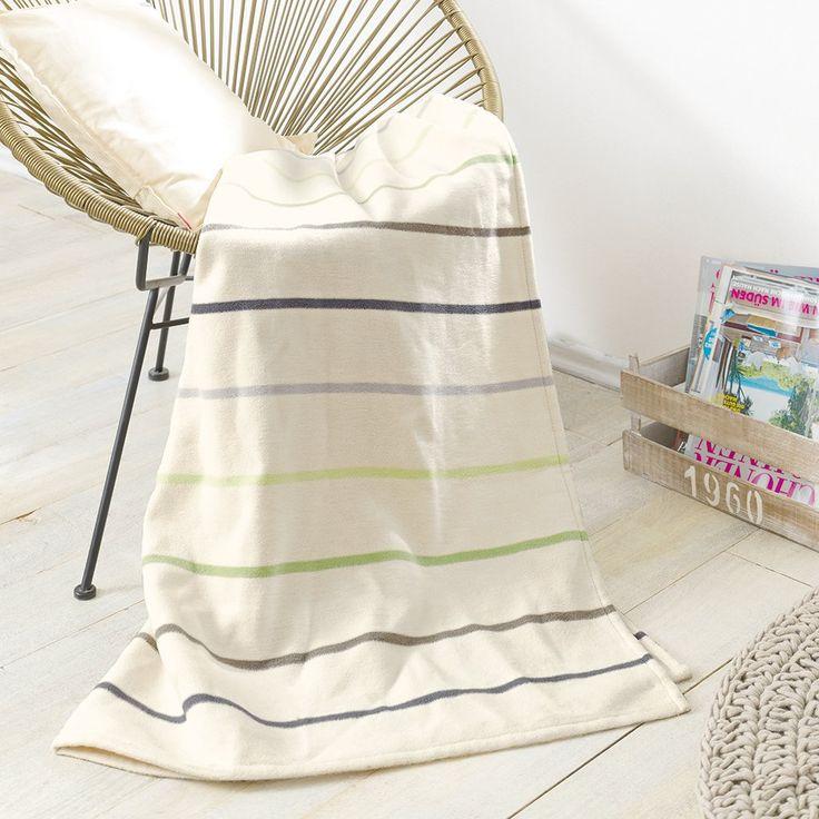 Velmi příjemná deka na dotek, kvalitního zpracování ze 100% bavlny je to pravé do vašeho obývacího pokoje. Jednoduchý design deky z jemnými proužky krásně zapadne do každého interiéru