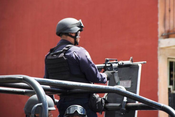 Del 10 al 26 del mes de enero los elementos policiales, en coordinación con otras instituciones, realizaron patrullajes aéreos y por tierra, recorridos de reconocimiento en zonas serranas, así como ...