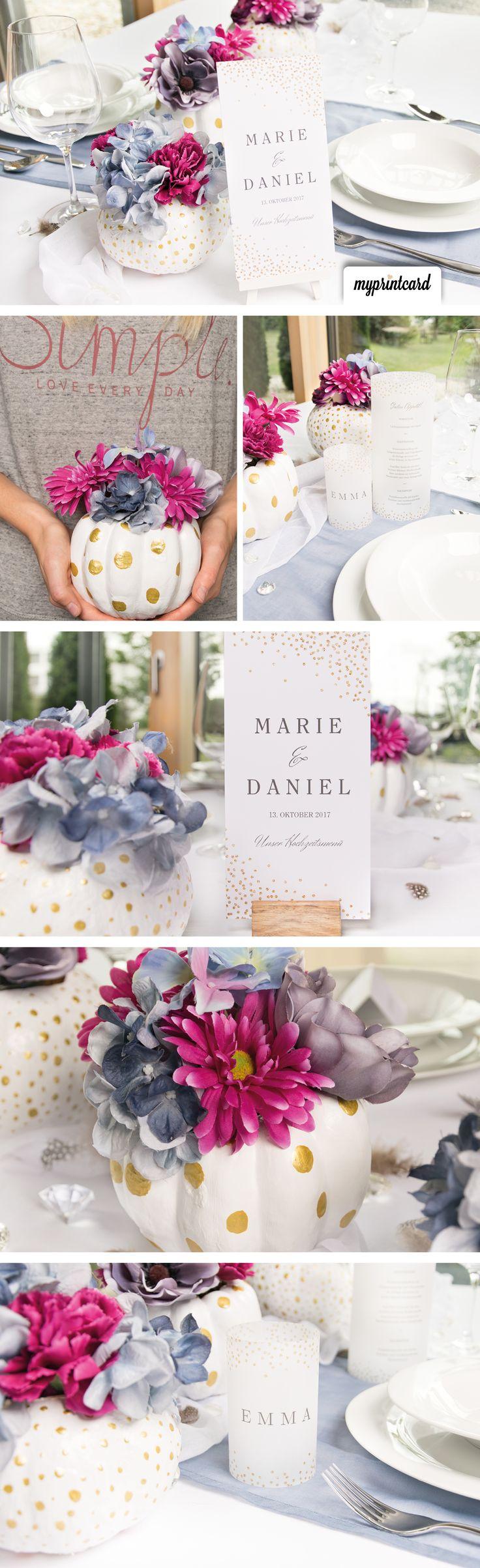 Eine Tischdekoration in Gold und Weißt für deine Herbsthochzeit. Hol dir jetzt alle Ideen.  #herbst #herbsthochzeit #glitter #glitzer #gold #weiß #deko #hochzeit #tischdeko #partytime #gastgeschenke #tischnummern #style #menükarten #dekoration #winterdeko #hochzeitsdeko #heiraten #diy #diyproject #basteln #selbermachen #braut #bräutigam #bride #wedding #einladung #weddingcards #hochzeitskarten #hochzeitsdekoration #ideen #dekoidee #kürbis