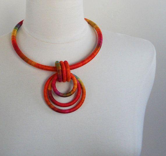 collier textile avec ruban de soie