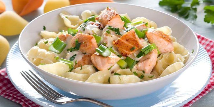 Conchiglie med ørret i sitronsaus - Conchilglie er pastaskjell som har den fordelen at de blir fylt med saus. Men skjellene kan gjerne byttes ut med den type pasta du har for hånden.