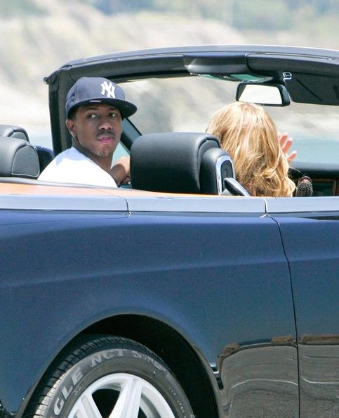 Mariah Carey Photos Photos - Hollywood couple Mariah Carey and Nick Cannon out cruising around in their Rolls Royce in Malibu, CA. - Mariah Carey And Nick Cannon Cruising In Malibu