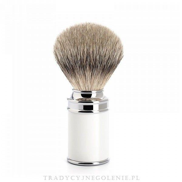 Najwyższej klasy niemiecki pędzel do golenia Muhle z najwyższej jakości ręcznie selekcjonowanego włosia borsuka (SILVERTIP).Rączka mosiężna, niklowana i chromowana, połączona z syntetyczną białą żywicą.