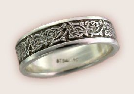 This is Claire's ring  from the Outlander Series.  I love these books.