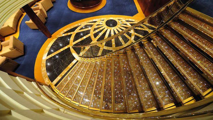 La escalera Swarovski de MSC Fantasia   http://www.crucerista.net/naviera/msc%20cruceros  #cruceros #viajes #vacaciones #msc