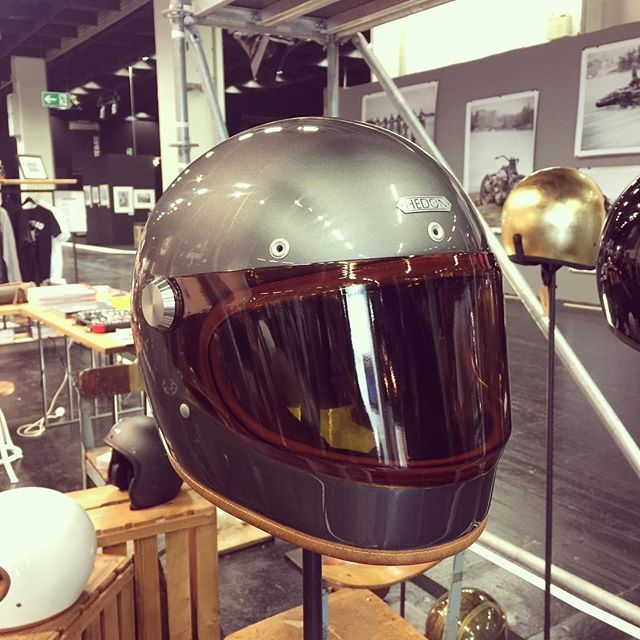Finally, here is one of them. We present to you, the Heroine Racer in Ash. These babies will only be available earliest end of this year or latest beginning of next year. Stay tuned for better photos instead of these little teasers. Hope you love them as much as we do. #hedon #hedonhelmets #heroine #racer #heroineracer #ash #fullface #finally #wellmade #whatwehaveallbeenwaitingfor #teaser