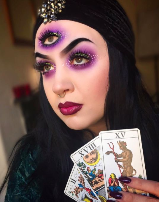 Be futuristic this Halloween with an all seeing eye✨  @rachelllmurray #magikmasqua