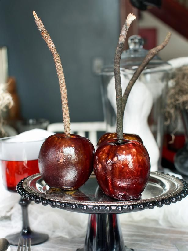 """""""Poisoned"""" Candy Apples Recipe"""