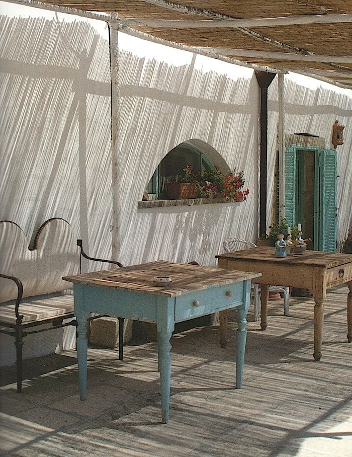 I think I could do this with my table and use my Annie Sloan paints to get the same look. Now to choose a color...