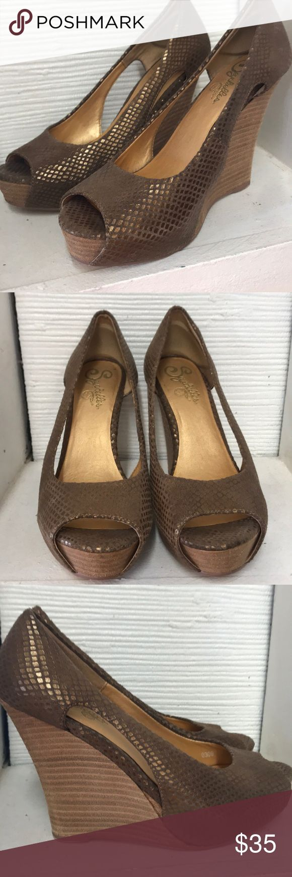 Preloved Seychelles metallic Wedges Bronze 7 Preloved Seychelles Metallic Leather bronze colored wedges Size 7 Great condition Metallic gold on the inside, the spots on inside were from where some orthopedic insoles were inside shoe Seychelles Shoes Wedges