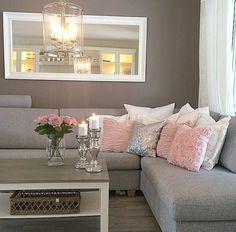 Decoración en marrones con toques en rosa y plata.