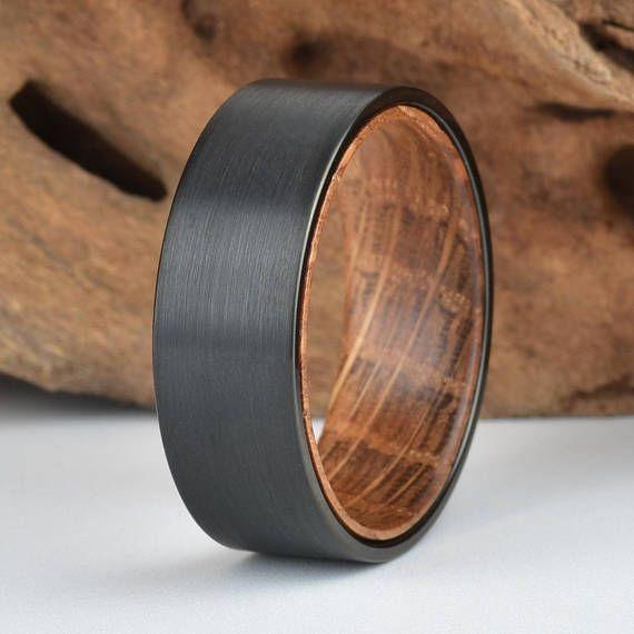 Die innere Auskleidung der Wolfram Hochzeit Band besteht aus echtem Whisky Fass …
