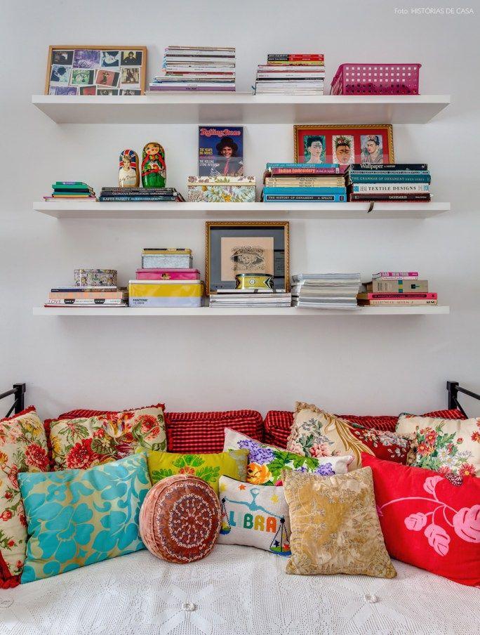 26-decoracao-prateleiras-almofadas-coloridas-cor