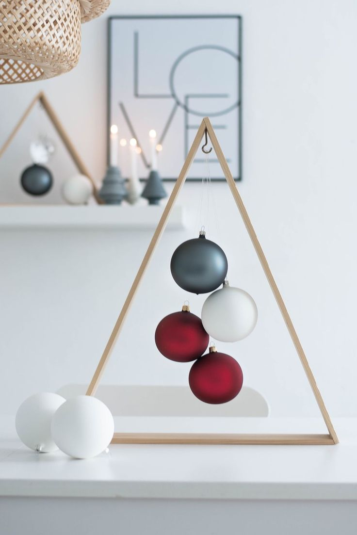 Modern christmas decor - Find This Pin And More On Diy Christmas Simple Diy Triangle Ornament Display For Modern Holiday Decorating