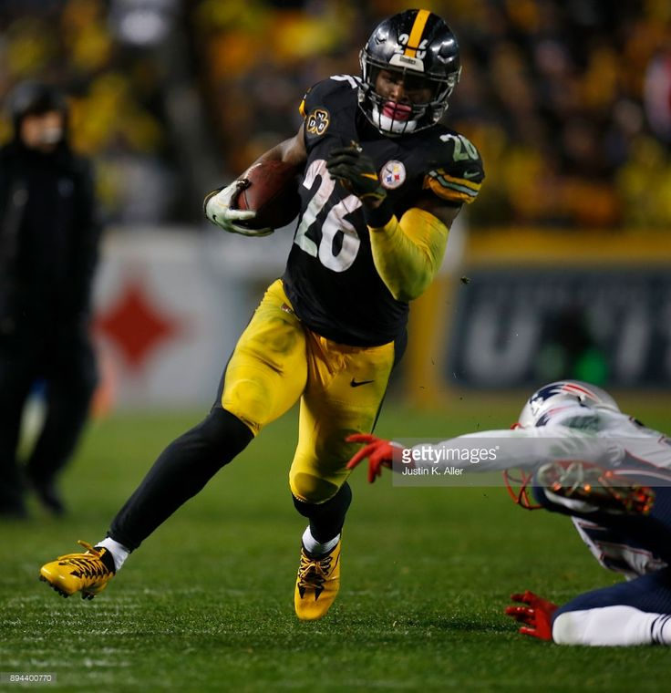 News Photo : Le'Veon Bell of the Pittsburgh Steelers carries...