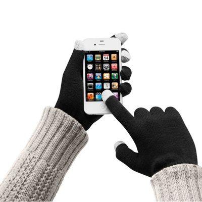 In anotimpul rece suntem nevoiti sa purtam manusi. Asa ca smartphone-urile, tabletele, bancomatele si toate gadgeturile cu ecran tactil devin imposibil de folosit cu ajutorul clasicelor manusi.      Manusi touchscreen care permit utilizarea tuturor gadgeturilor cu ecran tactil fara a ne mai ingheta mainile. Acestea au tesute in degetul mare, cel aratator si cel mijlociu material conductiv.