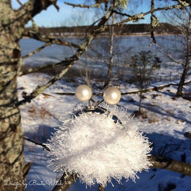 Jag har virkat mig en snöboll idag! Liten portmonnä i Tindra o Catania ❄️ #virka #virkning #crochet #bautawitch