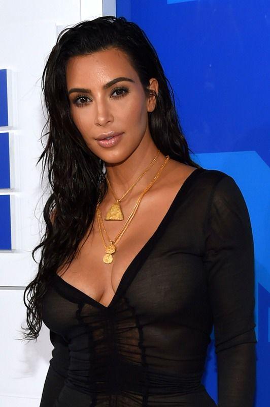 Kim Kardashian's Wet Hair At The 2016 VMAs Was All Good Product — PHOTOS