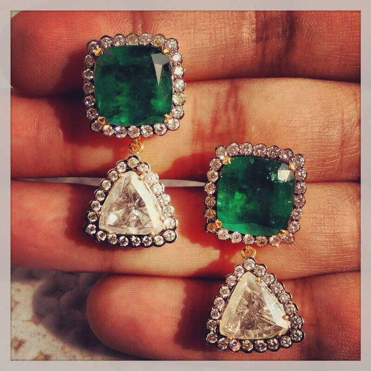 Classic natural emerald and trillion rose cut diamond earrings. @Umrao Jewels