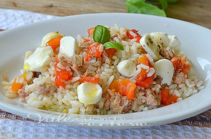Riso freddo con tonno peperoni e mozzarella piatto freddo estivo facile e veloce, riso freddo , riso primo piatto estivo fresco e colorato