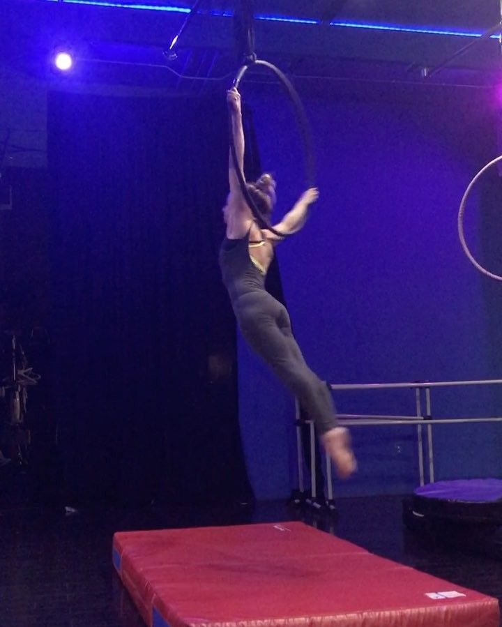 """Jessica Anderson-Gwin on Instagram: """"the @rchen1030 greatest hits combo pt. 1 with hilarious commentary by @zoyapang #aerialhoop #lyra #iflyatjagged"""""""