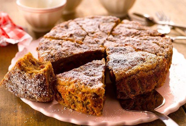 Broodpudding: 300g wit brood, 500ml melk, 100g witte suiker, 100g bruine suiker, 5 eitjes, 200g in rum geweekte rozijnen, 1el speculaaskruiden, 3el vanillebloem. 55 min op 200 graden.