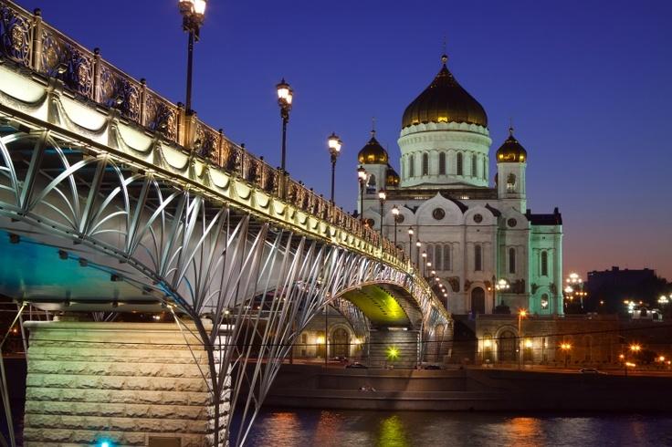 Vita stroganov, caviar, pui kiev. Unde si ce putem manca in Moscova  http://www.gotravel.ro/recomandari-turistice/article/unde-si-ce-mancam-in-moscova