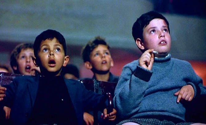 CINEMA PARADISO, 1988 - Dirigido por Giuseppe Tornatore. Elenco: Philippe Noiret, Jacques Perrin, Salvatore Cascio. Gênero: Comédia dramática. País de origem: Itália, França.