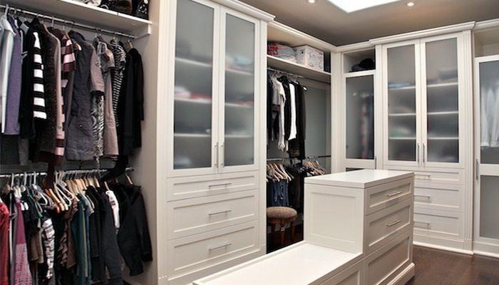 Practical white dressingroom
