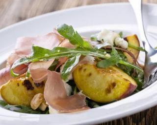 Salade de pêches grillées au jambon de Parme à la mozzarella light