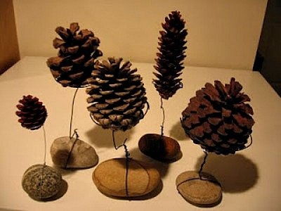 pinecone place card holders.