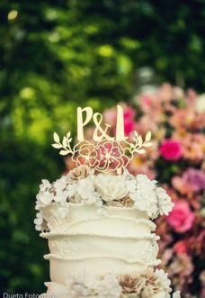 Casamento no campo ao por do solCasamento no campo com topo de bolo personalizado com o monograma do casal. Um casamento no campo dos sonhos, com direito a um por do sol de tirar o fôlego na cerimônia ...Casamentos Reais