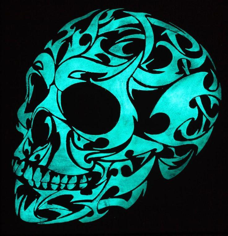 glow-in-the-dark-3d-gothic-skull-twilight-vision.jpg (871×900)