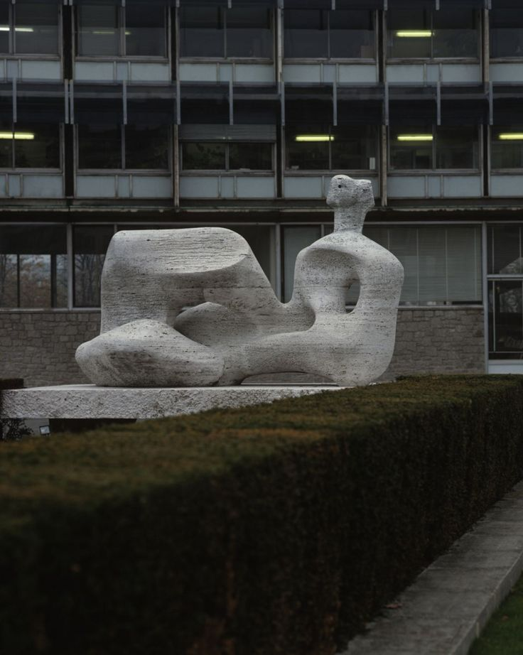 Henry Moore Unesco Reclining Figure (1957–58) Paris © The Henry Moore Foundation.