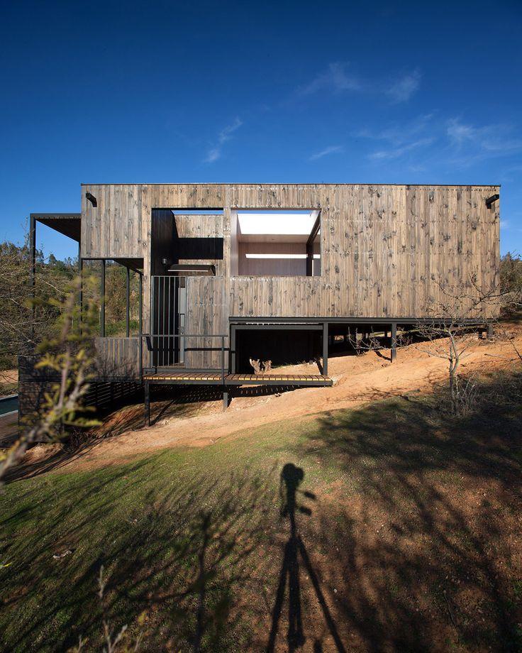 Maison contemporaine en bois sur pilotis sur terrain for Maison sur terrain rectangulaire