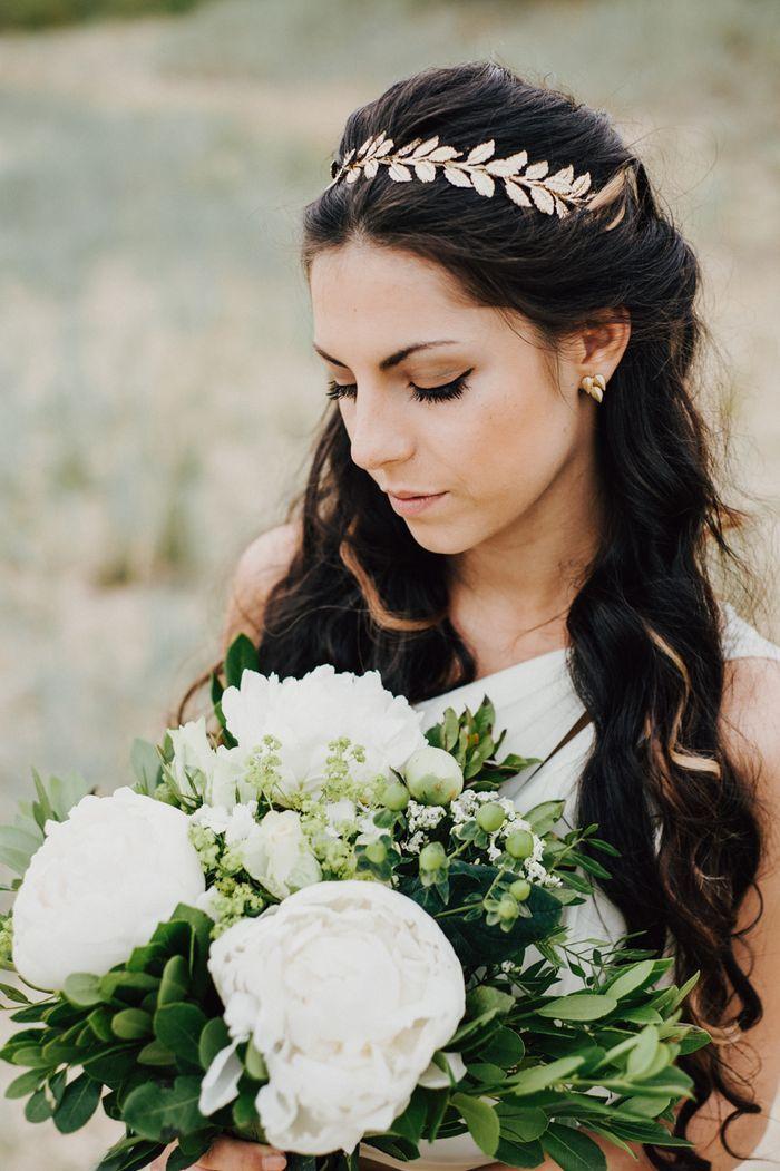 Idee für eine griechische Hochzeitsdeko | Friedatheres.com  greek bride Organisation: Altes Lager °3 Fotos: Sandkastenliebe Hochzeitsfotografie Kleid: Noir by Lazaro Headpiece: H&M Modell Michelle: Michelle Belle