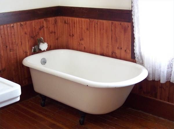 How to paint with a spray gun for the interior of homes clawfoot tubs bathtubs and clawfoot - Painting clawfoot tub exterior paint ...