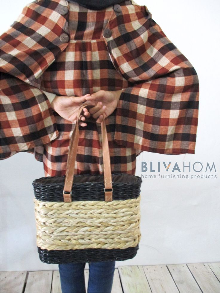 RATTAN BAG ° Size: 31 x 9,5 x 25 cm ° Material: rattan and Midrib Banana ° IDR: Rp. 100.000,-  Grab it fast! Happy shopping