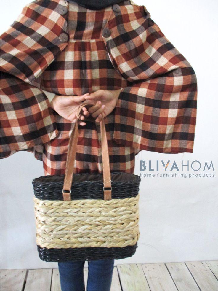 RATTAN BAG ° Size: 31 x 9,5 x 25 cm ° Material: rattan and Midrib Banana ° IDR: Rp. 100.000,-  Grab it fast! Happy shopping