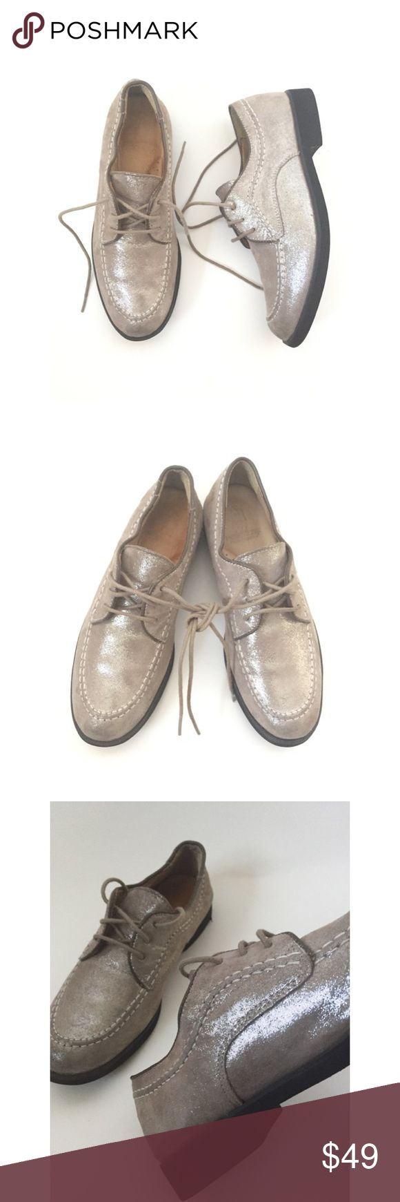 Hush Puppies Suede Leather Silver Metallic Oxfords LIFETIME OXFORDS Exposed stitching adds style and flair to a modern oxford featuring design influences from the iconic '50s collection. Lace-up style. Iridescent / holographic  • Wear on heel (pictured)?  SIZING: Tagged size 6 however as per online reviews, these SHOES RUN SMALL. Some recommend going 1/2 to a full size up. The inner soles measures 9.25 inches from toe to heel. Accounting for room for the toes, there is approx. 8.5 inches of…