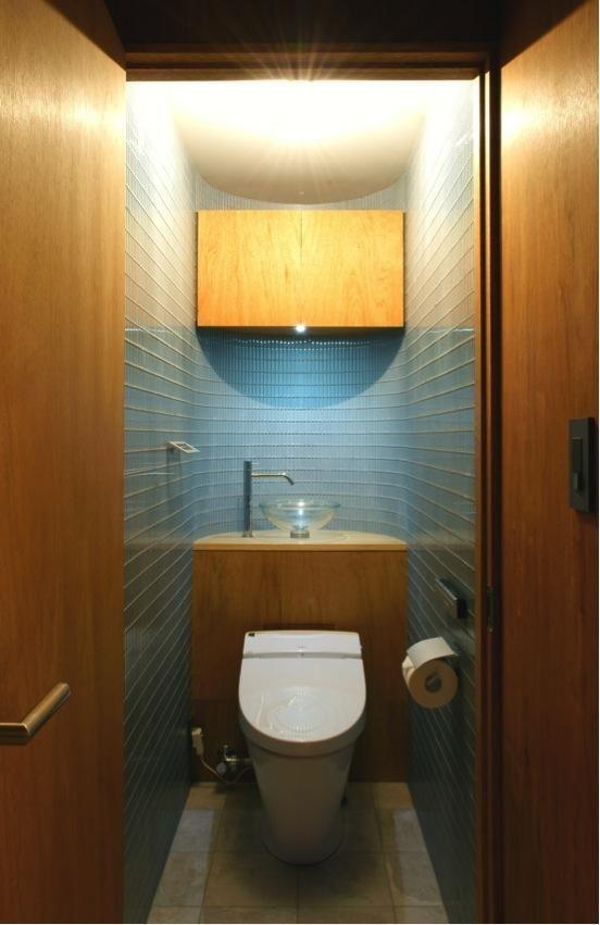 あきめないで!トイレに洗面スペースをつくって快適生活を実現しよう ... 建築家:葛川かおる「『ハイサイはうす』素材感、質感を