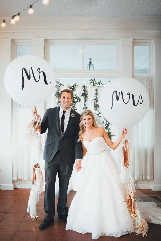 kate spade mr. & mrs. balloons for the bride & groom: photo by rachel marie photographie