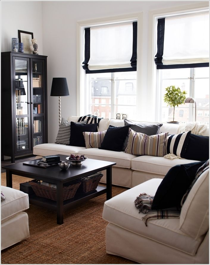 Not usually a fan of b&w furniture, but the effect in this room is lovely.