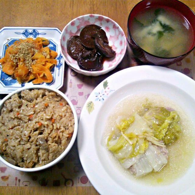3分クッキングでやってて美味しそうだったので~帰省、新年会と続いてるけど元気に頑張るぞ~ - 4件のもぐもぐ - 1月14日 かやくご飯 ロール白菜 にんじんのきんぴら しいたけのうま煮 お味噌汁 by sakuraimoko
