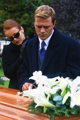 Things to Write in Thank You Cards After a Funeral